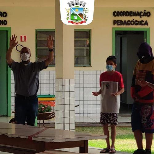 Visita do Padre Everaldo a Escola Afrânio Peixoto