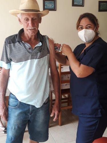 Prefeitura de Floresta inicia vacinação em idosos com mais de 85 anos