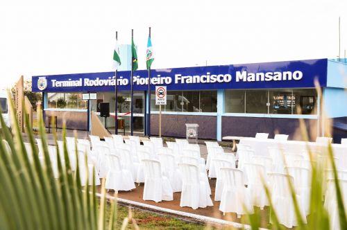 Terminal Rodoviário é reinaugurado e praça recebe paisagismo