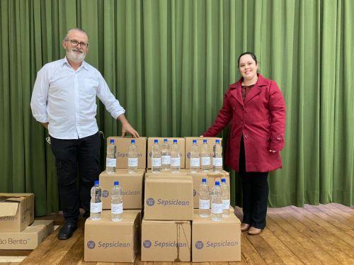 Indústria farmacêutica doa mais de 400 litros de álcool para Floresta