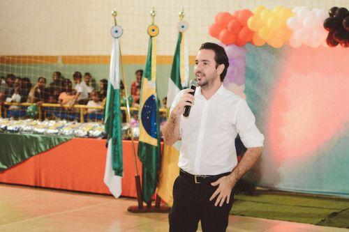ENTREGA DE UNIFORMES E KIT ESCOLAR