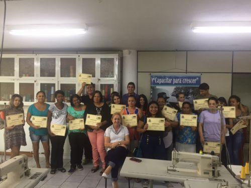 Entrega dos Certificados do Curso de Costura Industrial