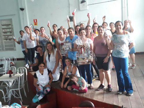 Grupo de Zumba do Clube Reviver em Comemoração ao Dia das Mães