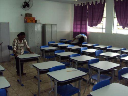 Prefeitura faz entrega de mobilias novas na Escola Municipal Professora Vilma Longo