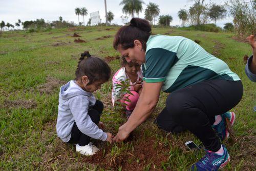 CMEI e Meio Ambiente promovem atividade de plantio de mudas