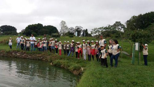 Secretaria de Meio Ambiente leva crianças de Projeto para visita à Green Farm