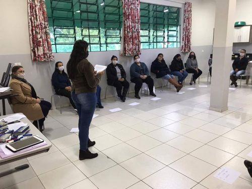 SECRETARIA MUNICIPAL DE EDUCAÇÃO REALIZA RODA DE CONVERSA COM A EQUIPE DA REDE MUNICIPAL DE ENSINO EM PROL DA SAÚDE MENTAL NO TRABALHO