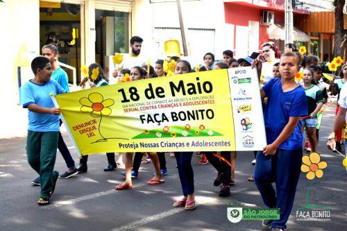 """CRIANÇAS """"FAZEM BONITO"""" E SE MOBILIZAM CONTRA ABUSO E EXPLORAÇÃO"""