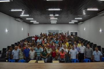 Prefeitura, Caixa e Cohapar. 77 famílias assinam contrato com a caixa.