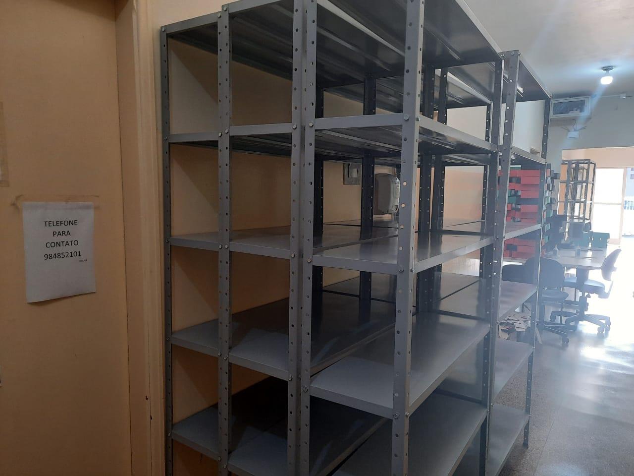 Aquisição de armários de aço, roupeiros e outros materiais de escritório.