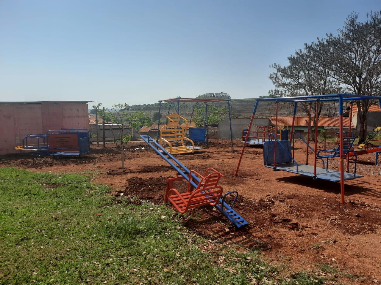 Parque adaptado para a Esc. Mun. Maria Moratto Mendes