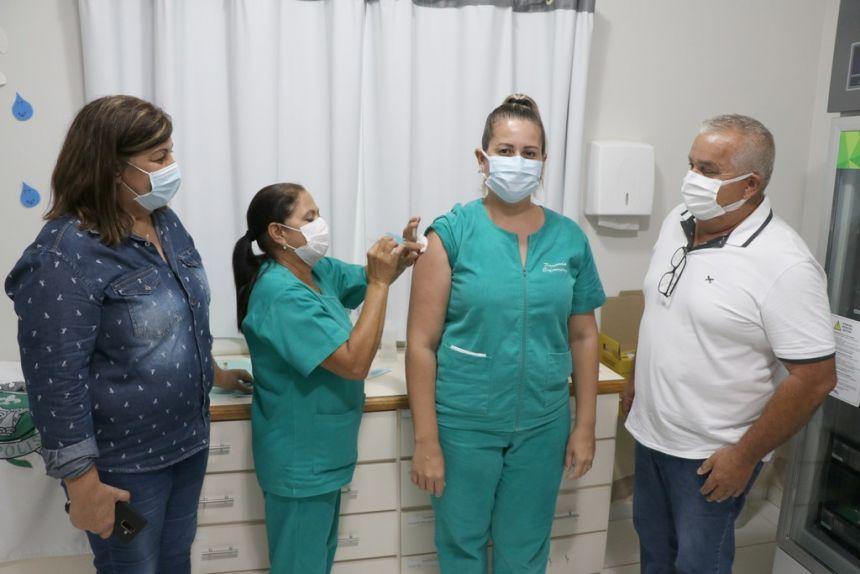 Chegada da vacina de imunização COVID-19 em Léopolis-PR.