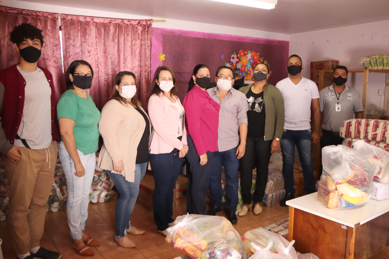 Assistência Social realiza entrega de cesta básica para usuários beneficiados à domicílio