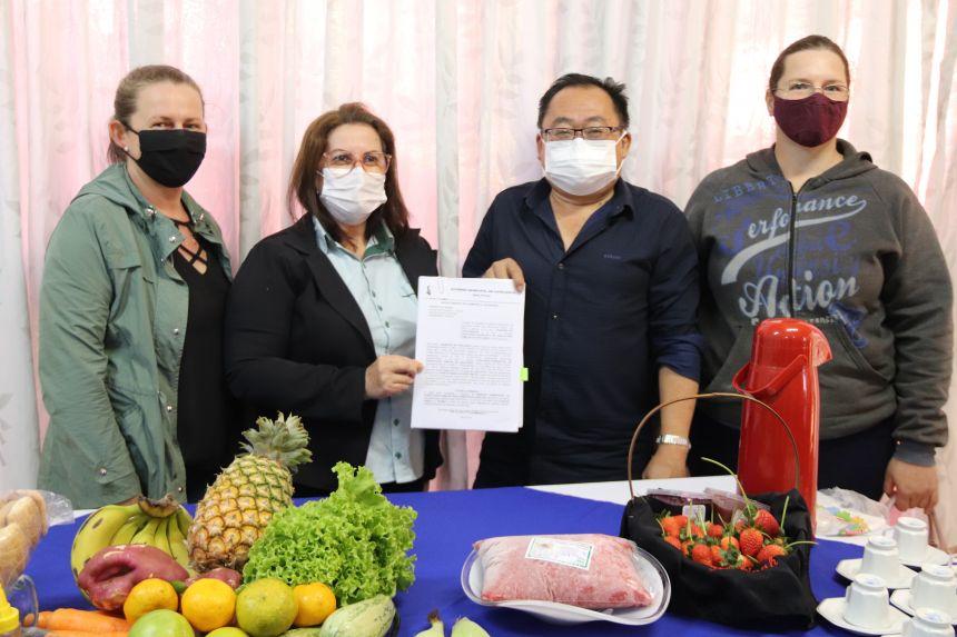 Cafelândia assina convênio junto com agricultores familiares para merenda escolar