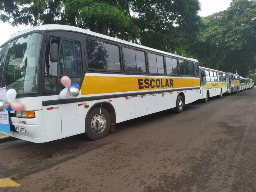 """Secretaria de Educação """"movimenta"""" às ruas para saudar o retorno das aulas da rede municipal de Cafelândia"""