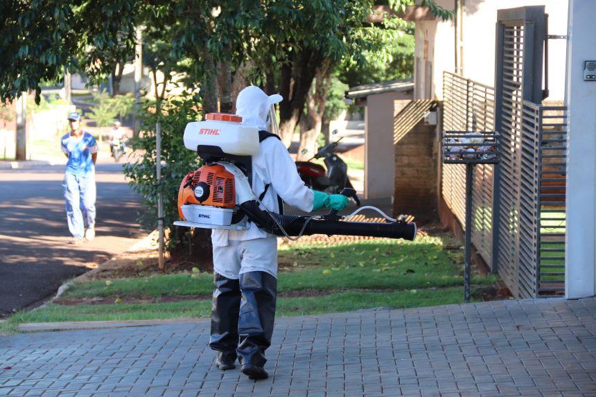 Saúde realiza aplicação de fumacê em bairro de Cafelândia para bloqueio do Aedes