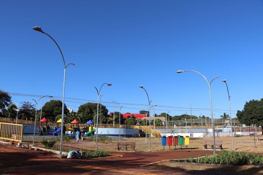 Iluminação de LED é instalada na Praça do Bairro Daniel Folle de Cafelândia