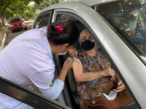 Cafelândia vacina idosos com mais de 88 anos a partir de amanhã (12) em sistema Drive Thru