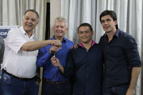 Deputado Estadual Andre Bueno conquista veículos para  Cafelândia