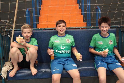 Crianças participam do encerramento das atividades esportivas