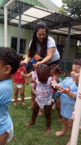 """Crianças do CMEI Rosália Motter participam do projeto """"Meleca na mão e pura diversão"""""""