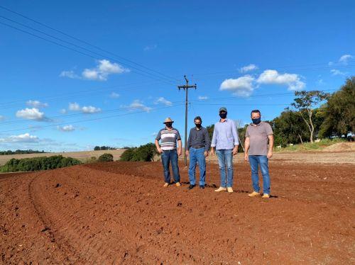 Cafelândia e Itaipu avançam nos projetos de reforma de terraços para produtores rurais