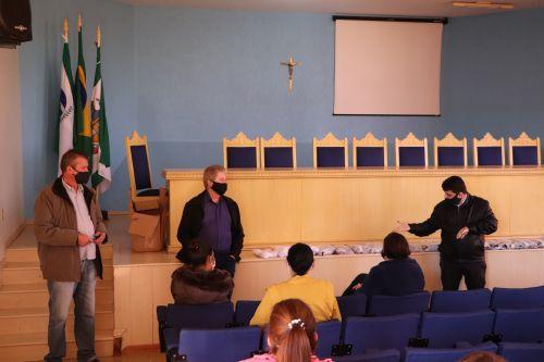 Governo Municipal entrega uniformes para as zeladoras