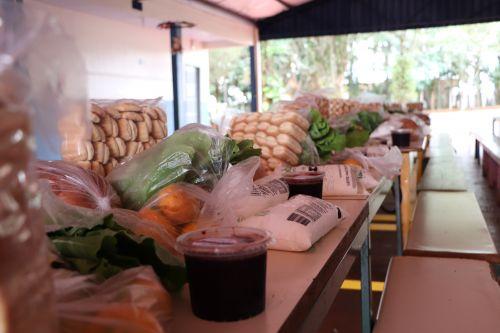Governo de Cafelândia distribui cestas básicas aos alunos da rede municipal