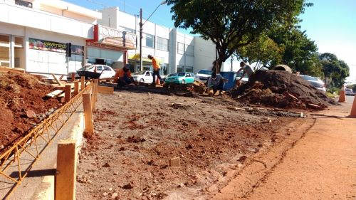 Melhorias e mais vagas de estacionamento no canteiro da Avenida Nilza