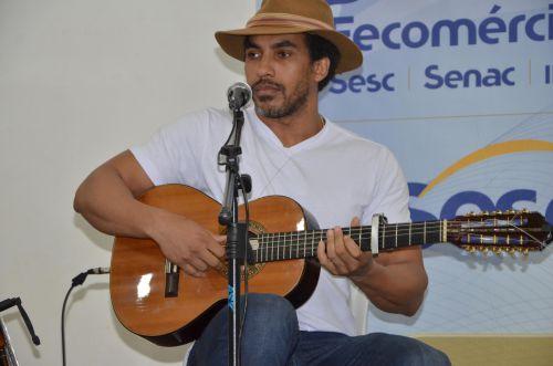Heros Dellavega fez show de viola em Ubiratã