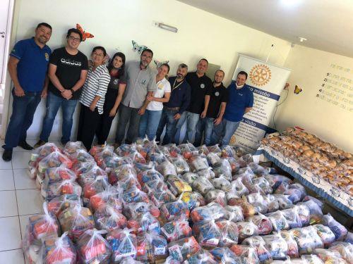 Rotary de Ubiratã, Loja Maçônica 8 de Maio e funcionários do Banco do Brasil doaram alimentos para famílias carentes de Ubiratã através do CRAS