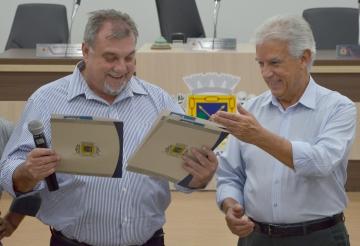 Recentemente o deputado federal Rubens Bueno esteve em Ubiratã e recebeu das mãos do prefeito Baco o projeto de revitalização do parque