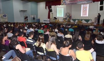 O evento foi realizado no Anfiteatro do Col�gio Carlos Gomes