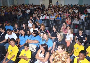 Estudantes e empres�rios est�o participando do evento que tem continuidade durante essa semana na Faculdade Dom Bosco e no anfiteatro do Col�gio Estadual Carlos Gomes