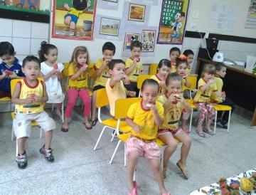 Os pequenos também ajudaram a preparar uma deliciosa vitamina