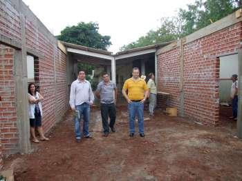 Prefeito e secretários gostaram do andamento das obras de ampliação da Escola Municipal Dr. Gentil Toledo de Morais Junior