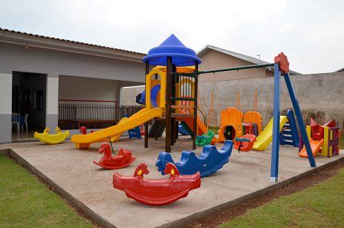 CMEIs da rede municipal de ensino ganham novos parques infantis