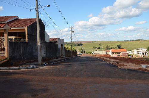 Ruas Laerte Teixeira, Professor Pedro Beckhauser e Travessa Pioneiro Antônio de Inácio Paixão receberam pavimentação asfáltica