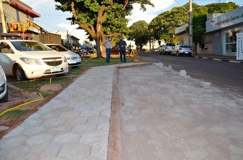Revitalização do canteiro central da Avenida Yolanda Loureiro de Carvalho