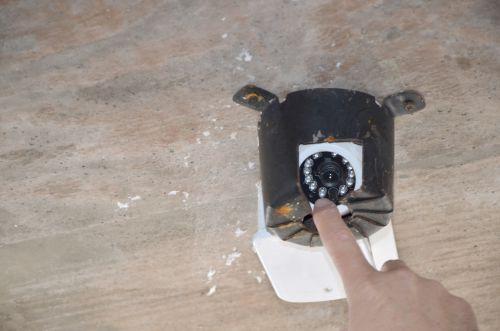 Vândalos voltam a agir: furtam e danificam câmeras da Praça