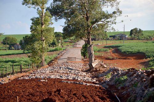 Estrada Iacri e Alagoas também estão recebendo pavimentação poliédrica