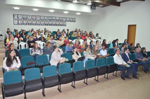 Seminário sobre defesa dos direitos das crianças e adolescentes é realizado em Ubiratã