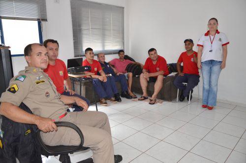 """Bombeiros comunitários participam de treinamento com tema """"Trabalho, Saúde Mental e Qualidade de Vida"""""""