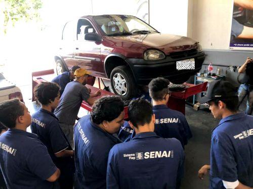Participantes do curso profissionalizante de Mecânico Automotivo realizaram visita técnica em oficinas da cidade