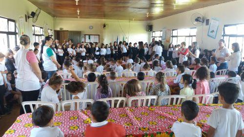 Alunos do Colégio Santo Antônio desenvolveram projeto no CMEI Nosso Lar