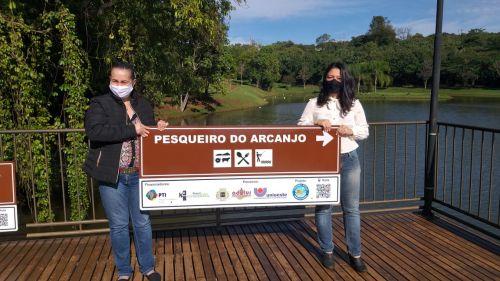 Turismo Rural: Empreendedores de Ubiratã recebem placas de sinalização para suas atrações turísticas