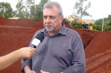 Prefeito Baco destaca que são cerca de R$ 80.000,00 investidos na abertura dessa nova trincheira
