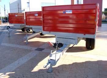 As 3 carretas agrícolas basculante também já estão no município
