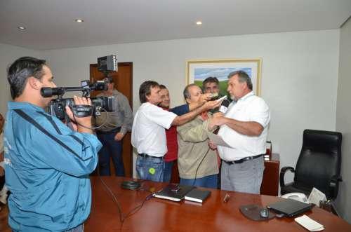 A imprensa local registrou a reunião