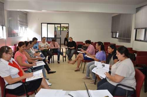 Secretária e professoras do 5º ano realizam planejamento para a Prova Brasil